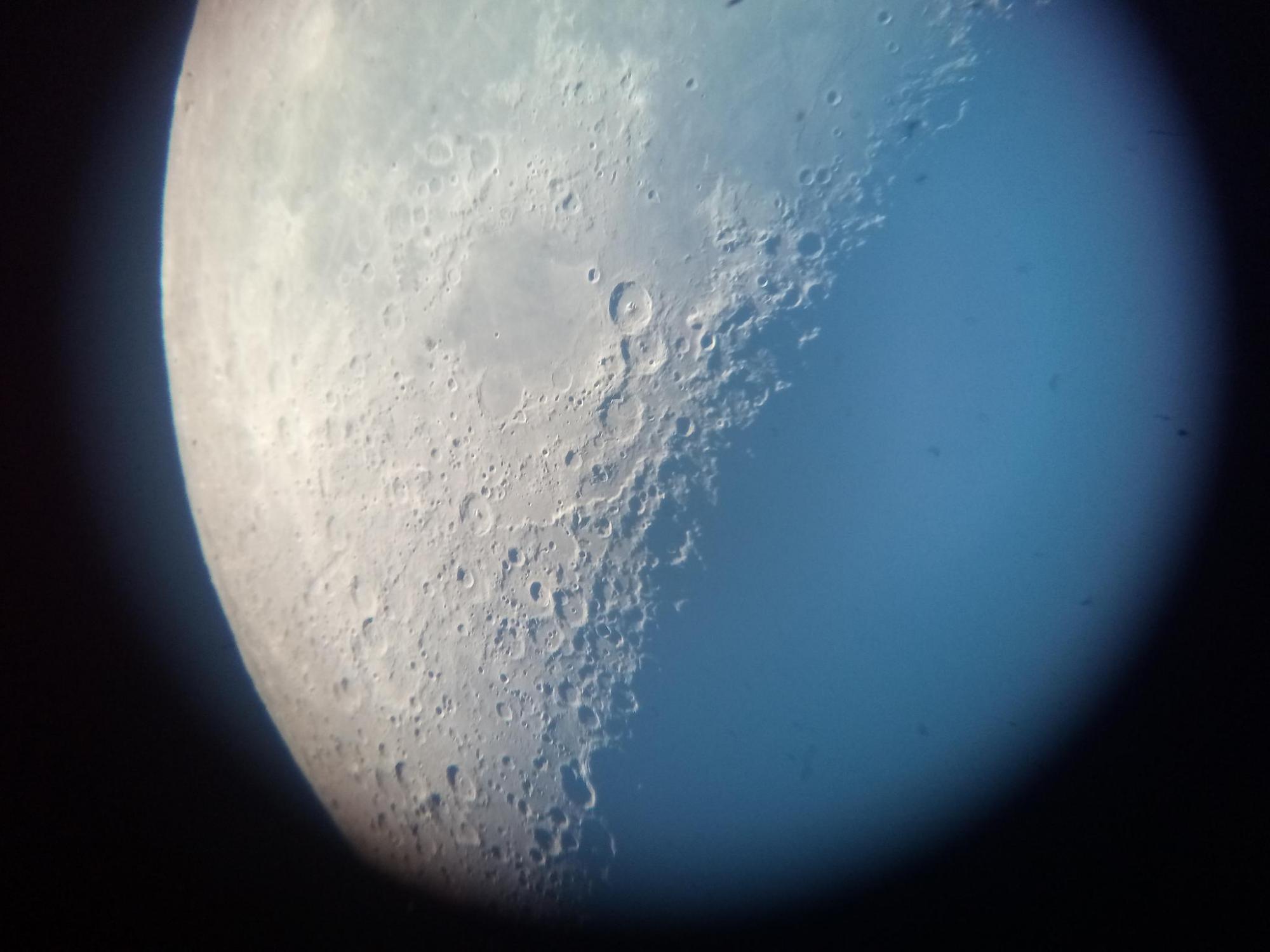 Lune au smartphone